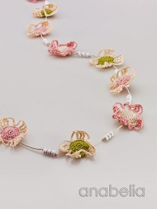 Crochet-necklace-soft-flowers-2